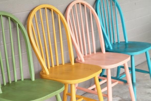 como-renovar-sillas-con-pintura-de-tiza