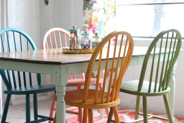 C mo renovar sillas con pintura de tiza recicla tus muebles - Pintar sillas de madera ...