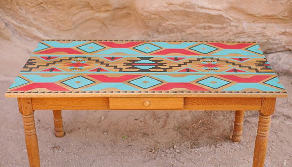 Pintar una mesa con motivos tnicos recicla tus muebles for Como decorar una mesa de madera vieja