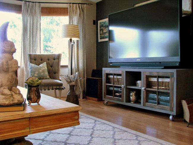 Mueble de tv con puertas de cristal recicla tus muebles for Mueble television industrial