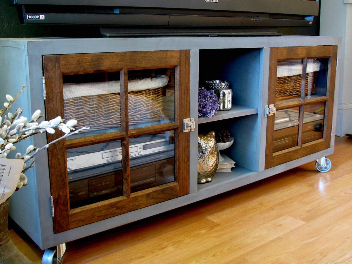 Mueble de tv con puertas de cristal recicla tus muebles for Mueble para tv con puertas