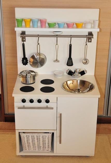 Cocinas de juguete con muebles reciclados recicla tus for Childrens kitchenette