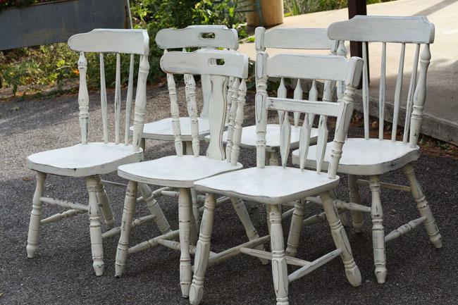 Sillas decapadas en blanco recicla tus muebles - Sillas para pintar ...