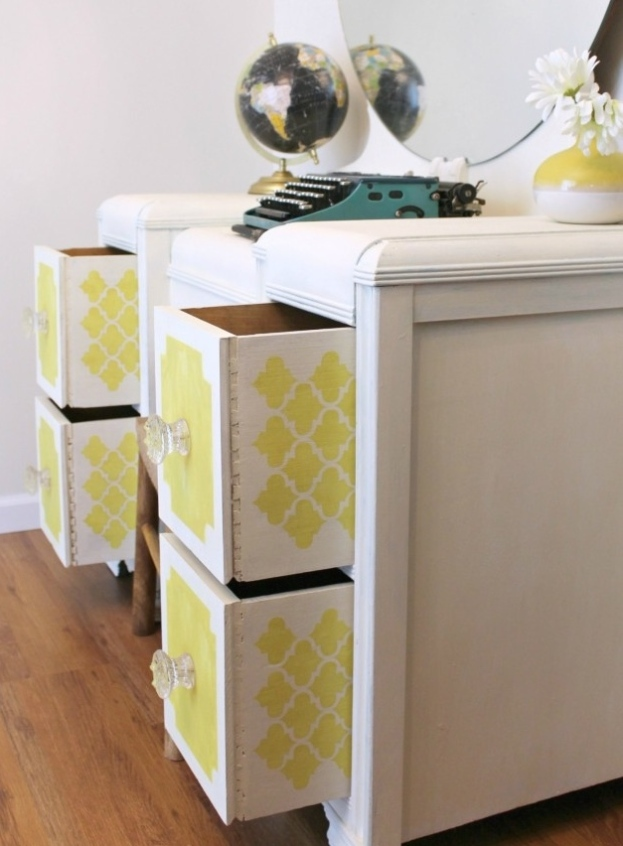 IMG_2851-chalk-paint-vanity-makeover-stenciled-drawers-680x1024