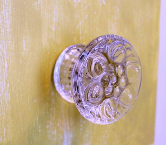 IMG_2855-vanity-makeover-glass-flower-knob-pull1-1024x746