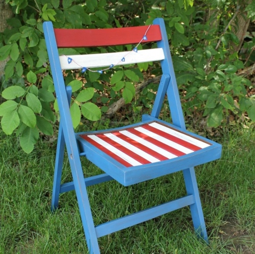 IMG_3191-patriotic-wood-folding-chair-makeover-797x1024