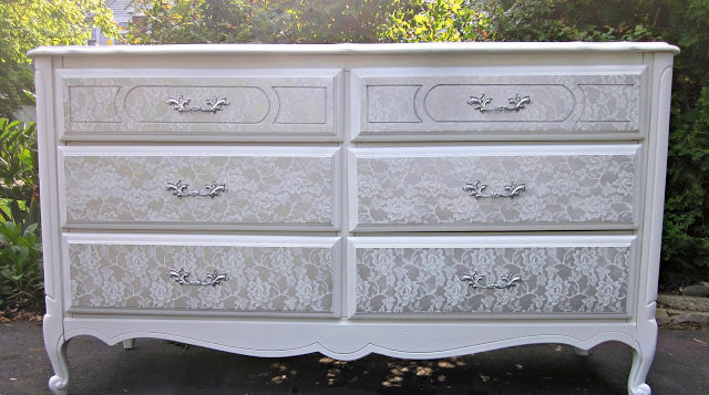 C moda pintada con dise o de encaje recicla tus muebles for Pintar muebles antiguos de colores