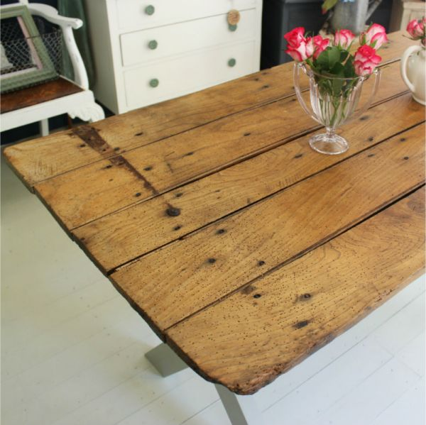 Convertir viejas puertas en mesas recicla tus muebles - Puertas viejas de madera ...