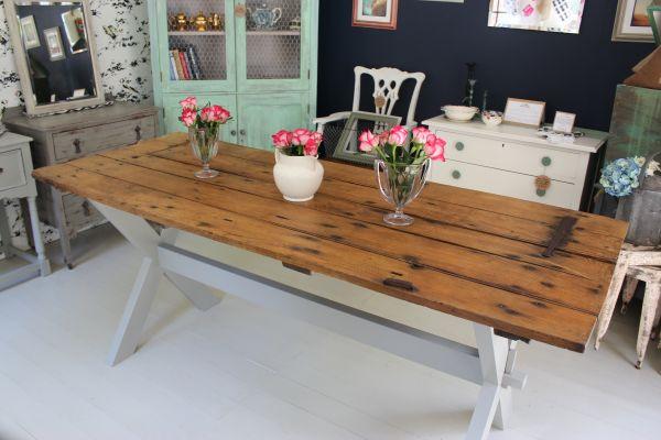 Convertir viejas puertas en mesas recicla tus muebles for Como restaurar una mesa de madera