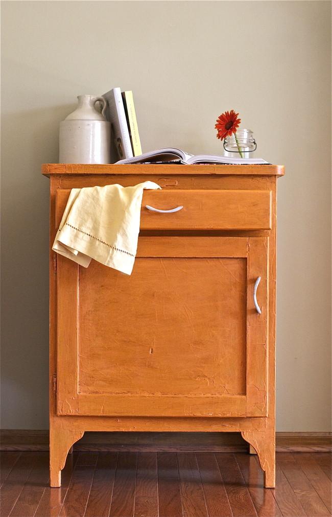 Pintar y encerar un viejo armario recicla tus muebles - Pintar un mueble viejo ...