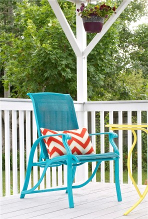 Chair-with-Chevron-Pillow-offbeat-+-inspired-650x962