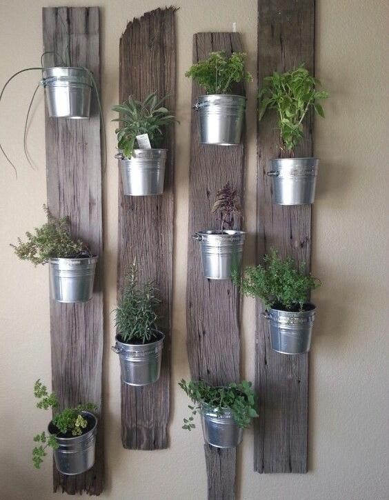 Reciclar soportes para plantas recicla tus muebles for Jardin vertical para cocina