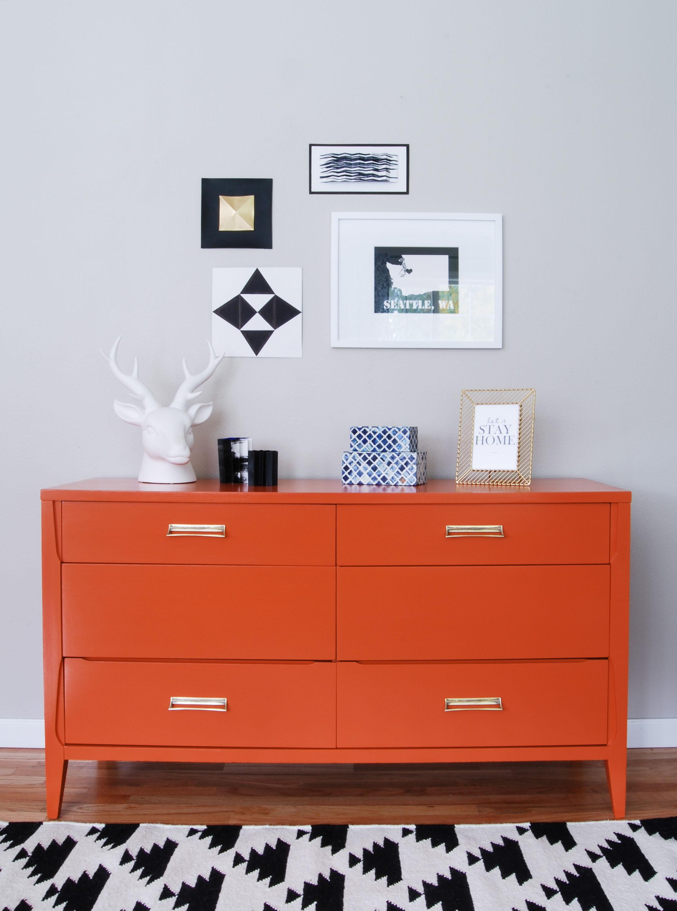Pintar un mueble de color naranja recicla tus muebles - Pintar un mueble viejo ...