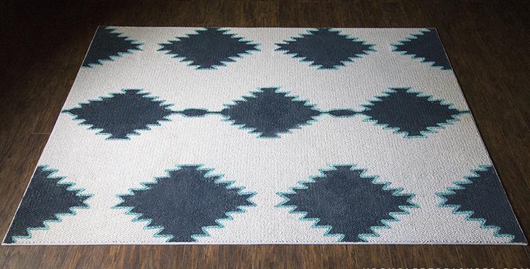 Pintar una alfombra con motivos geometricos recicla tus for Alfombras motivos geometricos