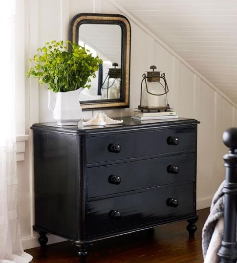 Pintar muebles en color negro decoracion for Como lacar un mueble barnizado
